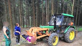 Traktor posloužil jako ambulance: Zraněnou ženu odvezl ke zdravotníkům