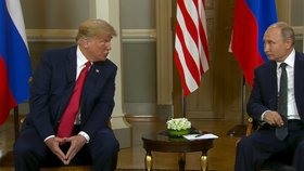 """Dva otrávení alfa samci."" Řeč těla prozradila realitu o schůzce Trump–Putin"