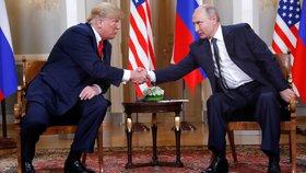 """Trump píše o """"velkém podvodu"""". Navezl se do rozruchu kolem vlivu Rusů"""