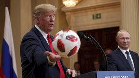 Trump přišel o dárek od Putina. Fotbalový míč skončil u tajných služeb