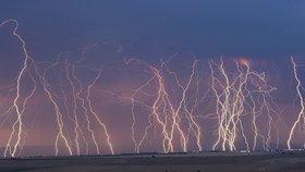 Do Česka dorazily silné bouřky, zasáhly i Prahu, sledujte radar. Víkend proprší