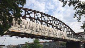 Druhá lávka železničního mostu na Výtoni je opravená. Práce skončí do konce listopadu
