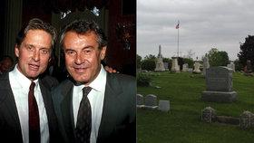 """""""Utajený"""" hrob Miloše Formana: Navštívil ho Michael Douglas"""