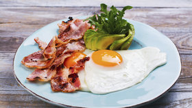 Co jsme jedli při keto dietě? Jídla, se kterými zhubnete o 6 kilo tuku za 2 měsíce
