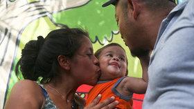 Po překročení hranic mu »zabavili« syna: Za 5 měsíců dítě rodiče nepoznalo