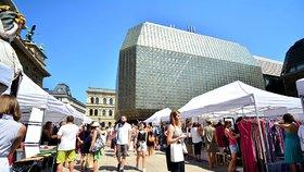 Podzimní Dyzajn market u Národního divadla chystá 10 workshopů: Ušijte si boty nebo kousátko