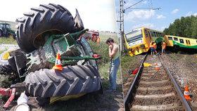Srážka traktoru s vlakem na železničním přejezdu u Písku (31. 7. 2018)
