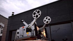 Kam o víkendu do letního kina? V Praze se na plátnech vystřídá Deadpool, Pepík Hnátek a operní zpěvačka Červená