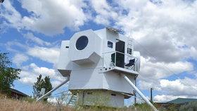 To musíte vidět! Architekt si postavil domov jako vesmírný modul