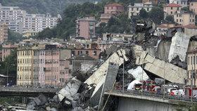 """""""Připisovat zřícení mostu bouřce je šílenství,"""" říká architekt. Po odklizení trosek začne vyšetřování"""