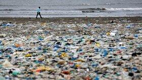 Konec plastových příborů, brček i uchošťouchů posvětili v EU. Co všechno zakážou?