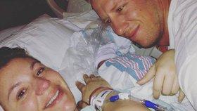 Trojčata se narodila předčasně a bojovala o život. Zdrceným rodičům zůstala jen holčička