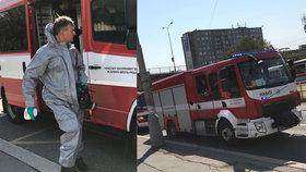 Podezřelý balíček na poště v Řepích! Sypal se z něj bílý prášek a páchl, dvě ženy skončily v nemocnici