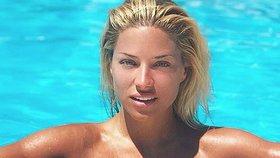 Moderátorka Primy Perkausová dráždí: Kde nechala make-up a plavky?