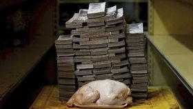 Kuře za 14 milionů. Ve Venezuele potřebujete na obyčejný nákup tašku peněz