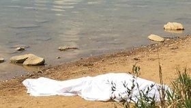 Mladík (†18) se utopil v třebíčském rybníku Kuchyňka: Zmizel pod hladinou při koupání