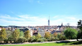 Poznávací hra pod širým nebem: Ulicemi Žižkova vás provedou největší Čech i král komiků