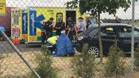 Hrozivá havárie na Kunratické spojce: Auto se převrátilo přes střechu, seděla v něm rodina s dvěma dětmi