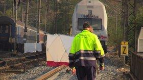 Tragédie na kolejích: Muže (†50) v Hostivaři srazil vlak, na místě zemřel. Provoz byl omezen