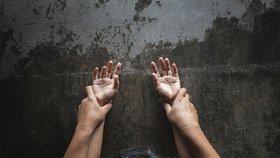 Tyran ze Sokolova bil, věznil a znásilňoval svou expřítelkyni: Peklo trvalo měsíce!