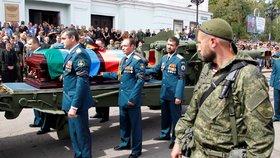 Na pohřeb zavražděného šéfa doněckých separatistů přišlo přes 120 tisíc lidí