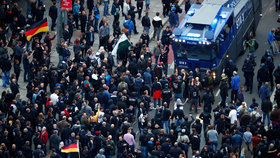 U českých hranic po vraždě Němce ztloukli Afghánce. Demonstrovalo tu 9500 lidí