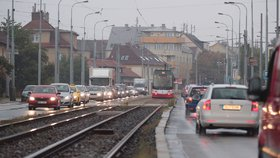 Protihlukové stěně v Bělohorské se na zoubek podívají dělníci: Opravovat se bude do srpna