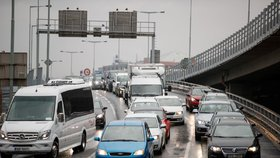 Do Prahy jen polovina aut? Omezení dopravy při smogu nejspíš neprojde, způsobilo by kolaps