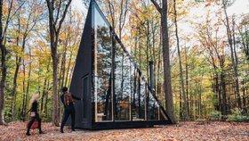 Domov nebo útočiště v lese? Archetypální kabina může být obojí