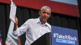 Exprezidenta Obamu vyhodili z Disneylandu. Zapálil si totiž na atrakci cigaretu