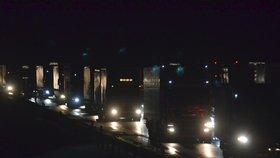 Dálnici D1 uzavřela noční hromadná nehoda: Na místo museli vyjet záchranáři