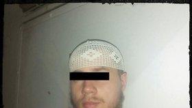 Terorista Dominik: Čeští muslimové věděli o jeho radikalizaci. Pak tvrdili, že ho neznají
