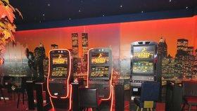 Plošný zákaz herních automatů v Praze? Návrh radní neprojednali, některé městské části ho kritizují