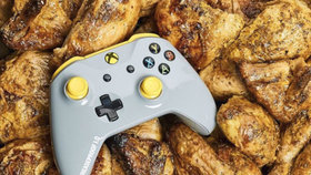 Microsoft vyrobil Xbox One ovladač pro čuňata, odolá mastnotě
