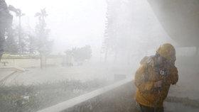 Krvavý tajfun zabil na Filipínách nejméně 64 lidí, mezi nimi nemluvně. Teď zamířil na Čínu