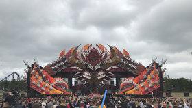 Na hudebním festivalu se předávkovaly stovky lidí drogami. Dva zemřeli