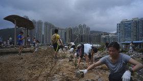 Tajfun Mangkhut zasáhl Čínu silným deštěm. Zavřít muselo i doupě neřesti