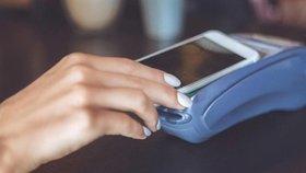 Česká spořitelna vrací do Google Play aplikaci pro NFC platby mobilem. Přejmenovala se na Poketku