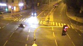 VIDEO: Motorkář v Karlíně zběsile ujížděl před policií. Před jízdou požil alkohol i drogy