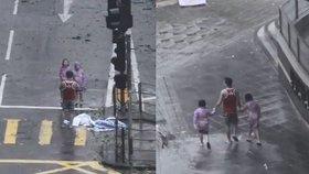 Nezodpovědný muž fotil uprostřed tajfunu. Měl s sebou dvě malé dcerky