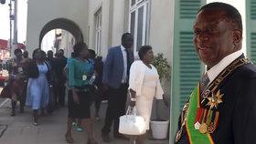 Prezidenta vypískali, poslanci odešli z parlamentu. Lidé ho mají za zloděje