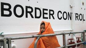 Lodě neziskovek už migranty nezachraňují. Lidé umírají, hřímají kritici