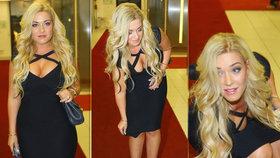 Blondýna Dominika Myslivcová na premiéře filmu, kde se jen mihla: Tasila své čtyřky!