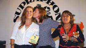 Setkání Anety Langerové s expartnerkou: Smích a polibky! Zatáhly do toho i Hrzánovou
