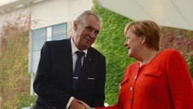 Jste čínský agent, řekl Zeman Merkelové. A znovu se pustil do novinářů