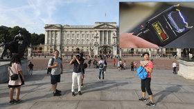 Místo návštěvy Buckinghamského paláce skončil v cele. Kvůli přívěsku na klíčích