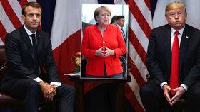 Trump přebírá gesto Merkelové? Sepjaté ruce a vážení hosté. Za ČR je v USA Hamáček