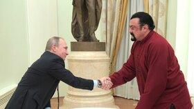 Legenda akčních filmů a Putinův přítel Steven Seagal: Chce se stát ruským gubernátorem