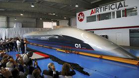 Premiéra kapsle budoucnosti: Hyperloop jí chce vozit lidi rychlostí 1200 km/h