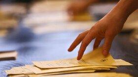 Nespěchejte, vzkazují statistici volebním komisím. Kompletní výsledky čekají v neděli